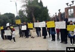 تجمع خانوادههای کارگران بازداشتی فولاد اهواز مقابل استانداری خوزستان