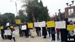 در پیتجمعات کارگران گروه ملی فولاد ایران بیش از ۳۰ کارگر معترض از سوی دستگاههای امنیتی ایران بازداشت شده بودند.