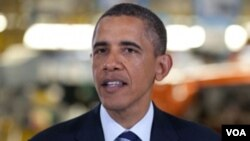 Presiden Barack Obama menghubungi Presiden Afghanistan Hamid Karzai lewat konferensi video (8/6).