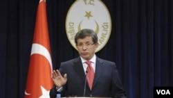 Türkiyənin baş naziri Əhməd Davudoğlu.