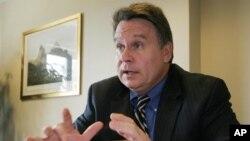 克里斯 ‧史密斯眾議員主持聽證會(資料照片)