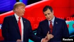 دانلد ترمپ (سمت چپ) تا حال نامزد پیشتاز جمهوریخواه است.