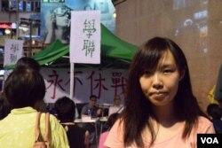 香港中文大學學生會外務副會長郭翠塋表示,參與六四燭光悼念集會可以彰顯香港人沒有遺忘承傳八九民運精神。(美國之音湯惠芸)