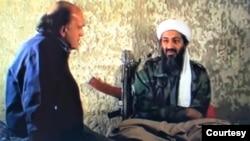 Ký giả Peter Arnett phỏng vấn Osama Bin Laden vào tháng 3 năm 1997 tại Afghanistan. (Hình: Peter Arnett cung cấp)
