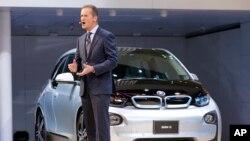 Eksekutif Volkswagen, Herbert Diess meminta maaf atas skandal emisi (foto: dok).