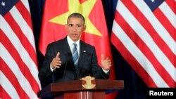 Tổng thống Mỹ Barack Obama phát biểu trong cuộc họp báo tại Hà Nội ngày 23/5/2016. Tổng thống Mỹ cũng lưu ý việc bán các mặt hàng quân sự cho Việt Nam sẽ được xem xét về tính phù hợp của từng trường hợp một và điều này cũng áp dụng ngay cả với các đồng minh của Mỹ.