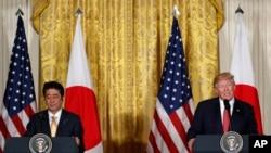 Prezident Donald tramp və baş nazir Şinzo Abe Ağ Evdə birgə mətbuat konfransı zamanı