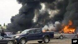 Une explosion dans un poste de police à Abuja, Nigéria, 16 juin 2011.