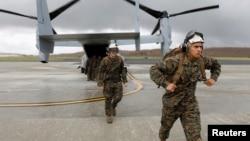 美国海军陆战队第26远征队队员2017年9月21日飞抵美属维京群岛圣克罗伊岛飓风灾区 (路透社)