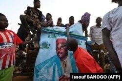 Rassemblement de campagne de l'ancien président du Niger et candidat à la présidence, Mahamane Ousmane, le 19 février 2021 à Niamey, deux jours avant le second tour des élections nigériennes.