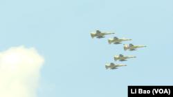 台灣經國號戰機2017年7月14日編隊表演(美國之音黎堡攝)