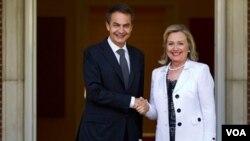 Clinton agradeció la contribución española a las misiones internacionales en Libia y en Afganistán.