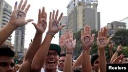 Los pedidos de recuento de votos de la oposición han dejado de ser apoyados por la OEA y España.