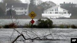 Una calle inundada en Center Moriches, Nueva York.