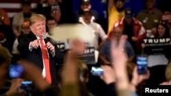 El mercado de pronósticos en internet mostró una abrupta caída en la preferencia de Trump el viernes..