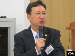 台灣政治大學國家發展研究所所長童振源(美國之音張永泰拍攝)