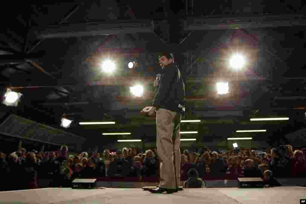 Respublikaçı vitse-prezindelityə namizəd Paul Ryan Douglas qraflığının yarmarkasında danışır. Castle Rock, Kolorado, 4 noyabr, 2012.