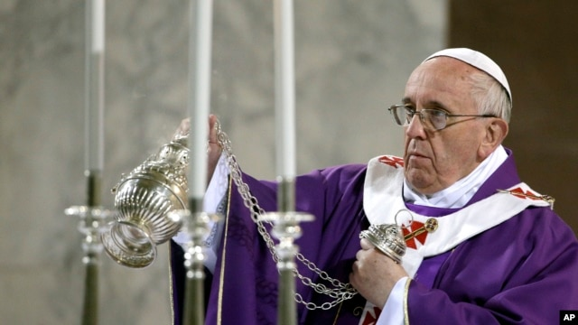 Pope Francis blesses the altar during the Ash Wednesday mass at the Santa Sabina Basilica in Rome, March 5, 2014.