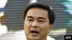 Thủ tướng Thái, Abhisit Vejjajiva, yêu cầu Campuchea không đưa vụ việc này ra tòa
