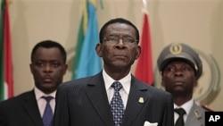 Le président équato-guinéen Teodoro Obiang Nguema (au centre).