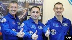 Nhóm phi hành gia 3 người gồm một công dân Mỹ và 2 người Nga sẽ là nhóm đầu tiên tới ISS kể từ khi Hoa Kỳ chấm dứt chương trình phi thuyền không gian hồi tháng Bảy sau 30 năm hoạt động