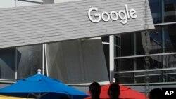 Un letrero de Google en el campus en Mountain View, California, el martes 24 de septiembre de 2019. AP.