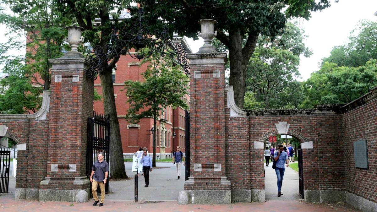 Studentët e huaj të paqartë për të ardhmen e shkollimit në SHBA