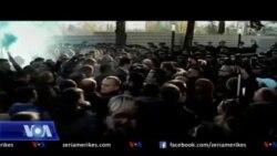 Tiranë, opozita protestë para parlamentit