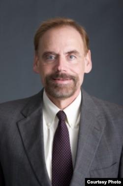 乔治城大学法学院副院长费能文教授(James Feinerman)