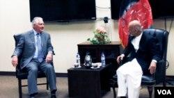 کابل میں امریکی وزیر خارجہ ٹیلرسن کی افغان صدر اشرف غنی سے ملاقات، 23 اکتوبر 2017