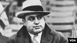 Se presume que Al Capone, murió a causa de una sífilis sin tratar, que le contagió una prostituta en su juventud.