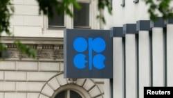 Logo OPEC (Organization of the Petroleum Exporting Countries) di markas besarnya di Wina, Austria (Foto: dok).