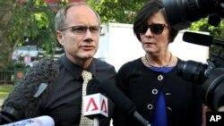 Cha mẹ của kỹ sư người Mỹ Shane Todd, Mary và Rick tin rằng rằng anh bị sát hại vì công tác có liên quan đến việc chuyển nhượng bất hợp pháp kỹ thuật quân sự bí mật cho một công ty Trung Quốc.