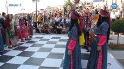 Halk Oyunlarıyla Canlı Satranç Performansı