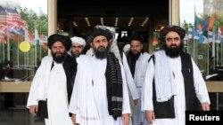 Mullah Abdul Ghani Baradar (ေရွ႕လယ္) ဦးေဆာင္သည့္ တာလီဘန္ကုိယ္စားလွယ္အဖြဲ႔။ (ေမ ၃၀၊ ၂၀၁၉)