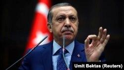 Başbakan Erdoğan Adalet ve Kalkınma Partisi grubu toplantısında konuşurken (18 Şubat 2014)