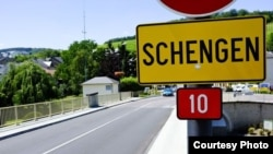 "Zona Schengen yang bebas paspor di Eropa sedang dalam ""bahaya"" setelah Swedia dan Denmark memulai pengawasan baru perbatasan untuk membendung arus migran (Foto: dok)."