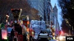 El tradicional desfile comienza en la calle 77 y termina en la casa central de Macy's en Herald Square.