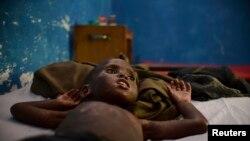 Un souffrant du choléra interné dans le principal hôpital de Marka 18 Décembre, 2012.