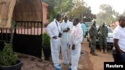 Hiện trường sau vụ tấn công nhà hàng La Terrasse ở thủ đô Bamako, Mali, ngày 7/3/2015. 3 người Mali, 1 người Pháp, và 1 người Bỉ thiệt mạng trong vụ tấn công này.
