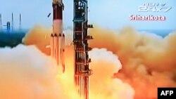 5일 인도 NDTV 채널에 포착된 화성궤도 우주선의 발사체의 모습 (자료사진)