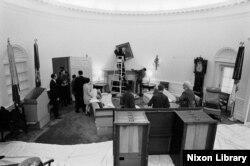 Equipo del presidente Richard Nixon en plena labor de mudanza, el 20 de enero de 1969. En 1974, cuando Nixon renunció a la presidencia, se archivaron aproximadamente 42 millones de páginas dedocumentos, según NARA.