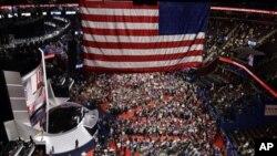 ဇူလိုင္လ ၁၈ရက္ေန႕က အိုဟိုင္းအုိး ျပည္နယ္ Cleveland ၿမိဳ႕တြင္ ရီပတ္ဘလစ္ကန္ ပါတီ ညီလာခံ ပထမရက္ စတင္က်င္းပေနစဥ္။ ဓါတ္ပံု - (AP Photo/John Locher)