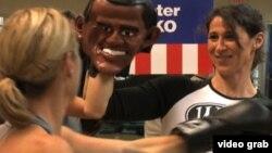 Klub olahraga di Washington DC membuka kelas bertema politik, dan peserta dapat meninju kandidat presiden. (VOA)
