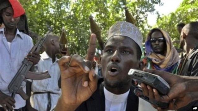 Sheik Abdulahi Sheik Abirahman Al-Qadi, the spokesman of the Pro-government Ahlu-Sunna group speaks during a press conference near a frontline in southern Mogadishu (File Photo)