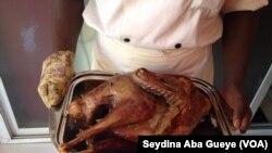La dinde de Thanksgiving au restaurant Mawa's Taste of America à Dakar.
