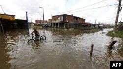 Ðường phố ở Sao Paulo ngập nước sau những trận mưa lớn