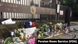 Homenaje a las víctimas de los ataques de París, afuera de la Embajada de Francia en Washington DC. Noviembre 14, 2015.