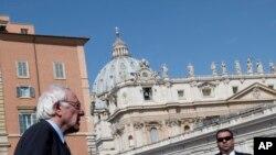 Le candidat démocrate Bernie Sanders au Vatican le 16 avril 2016.