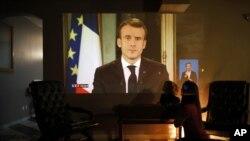 El presidente de Francia, Emmanuel Macrón prometió alivio fiscal a trabajadores y jubilados tras semanas de protestas.